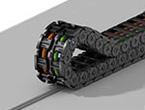 ガイドトラフ不要。ロープ一本で保護管をガイドし低コスト